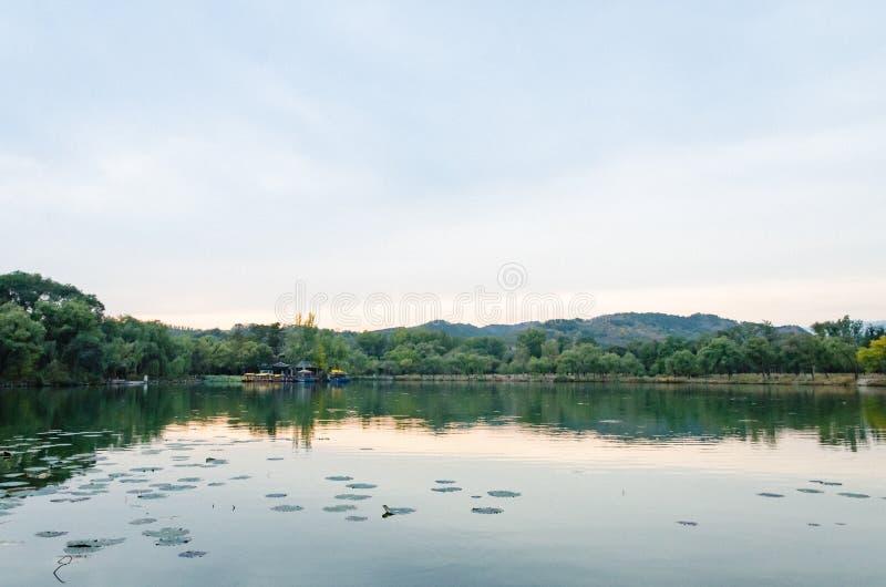 Mening van de Toevlucht van de de Zomerberg van Keizerkangxi ` s in de provincie van Chengdeï ¼ Œ Hebei, China royalty-vrije stock fotografie