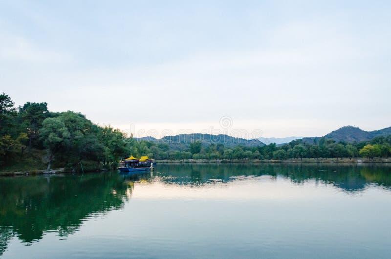 Mening van de Toevlucht van de de Zomerberg van Keizerkangxi ` s in de provincie van Chengdeï ¼ Œ Hebei, China stock afbeelding