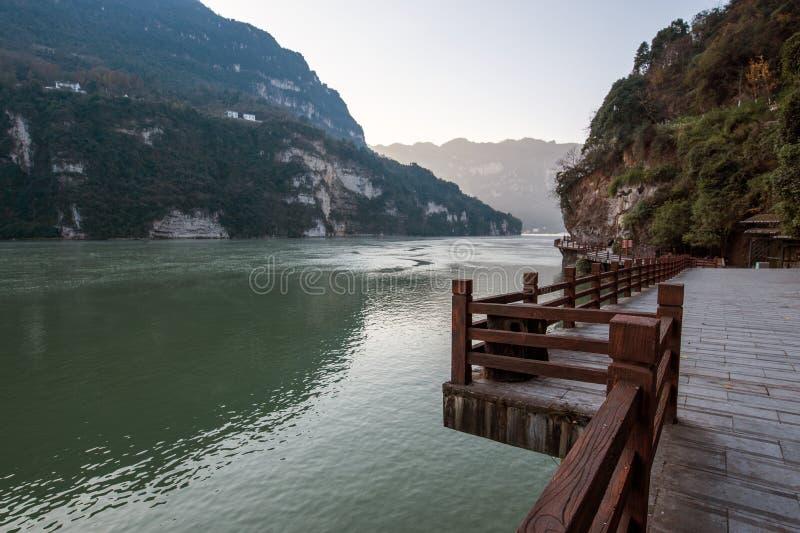 Mening van de Toneelvlek van de Drie Klovenstam langs de Yangtze-Rivier; gevestigd stock foto's