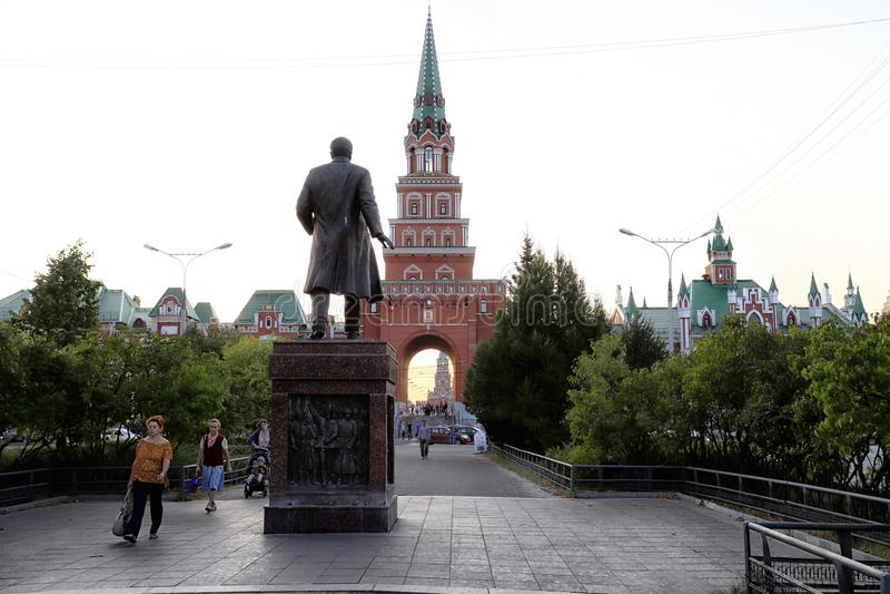 Mening van de Toren van Blagoveshchenskaya Spasskaya op het vierkant van Yoshkar-Ola stad in Rusland royalty-vrije stock fotografie
