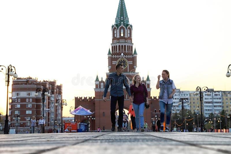 Mening van de Toren van Blagoveshchenskaya Spasskaya op het vierkant van Yoshkar-Ola stad in Rusland royalty-vrije stock foto's