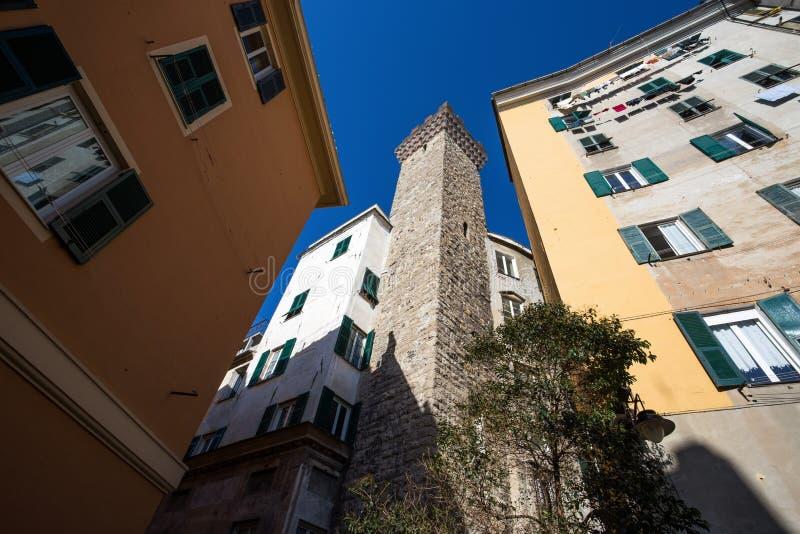 Mening van de Toren van Torre Embriaci Embriaci, in het historische centrum van Genua, Italië stock afbeelding