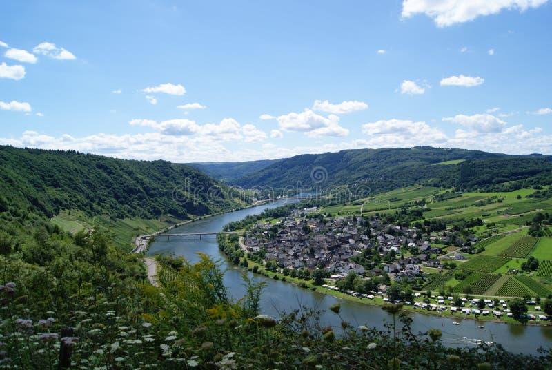 Mening van de vallei van Moezel/Mosselvallei/Moezel dal stock afbeeldingen