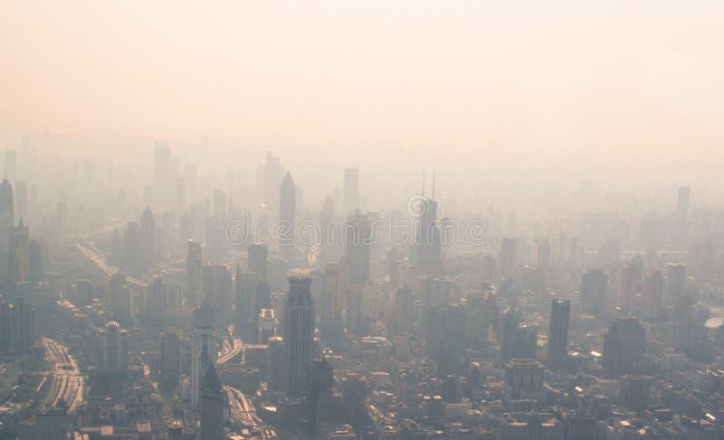 Mening van de verontreiniging in Shanghai stock afbeelding