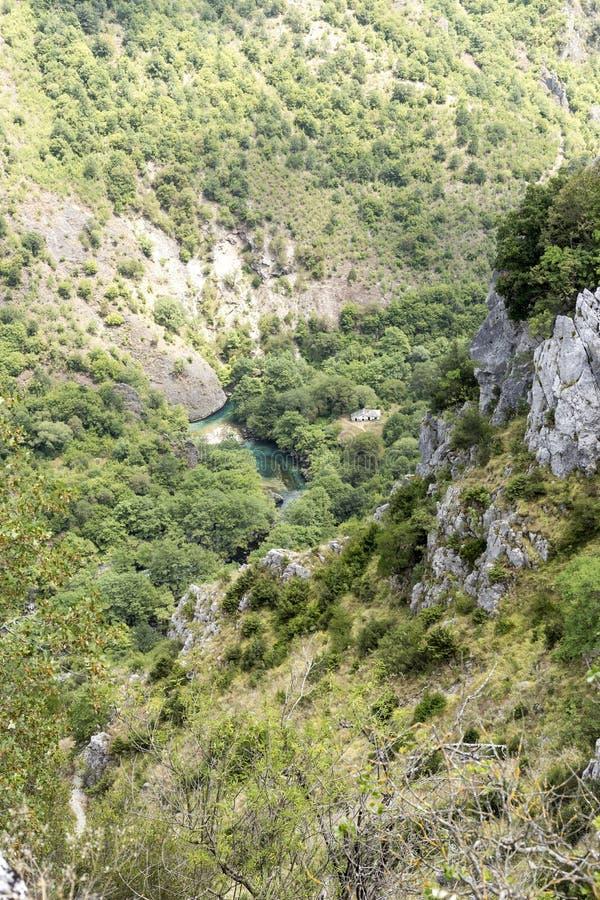 Mening van de Vicos-kloof van de hoogten Epirus, Griekenland royalty-vrije stock fotografie