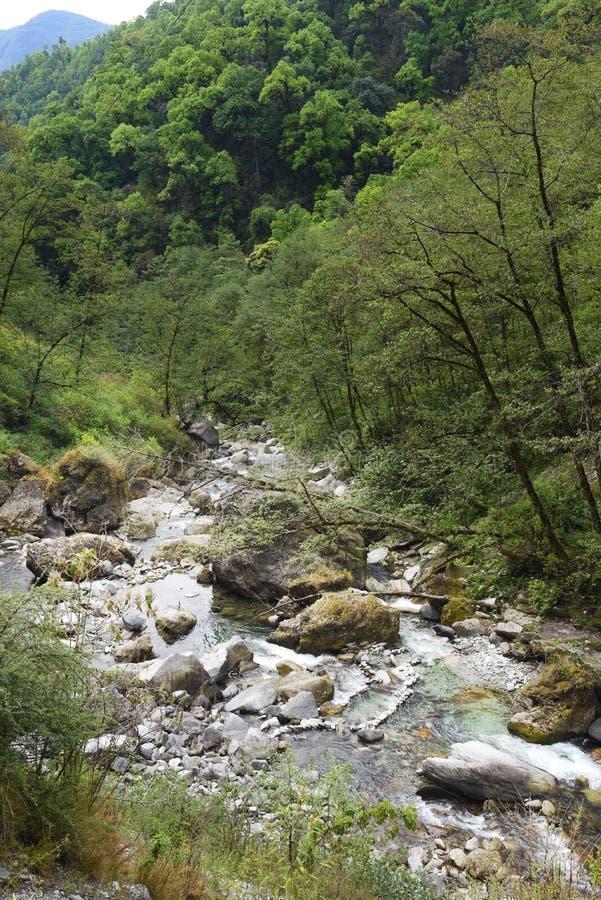 Mening van de waterweg in Nepal royalty-vrije stock fotografie