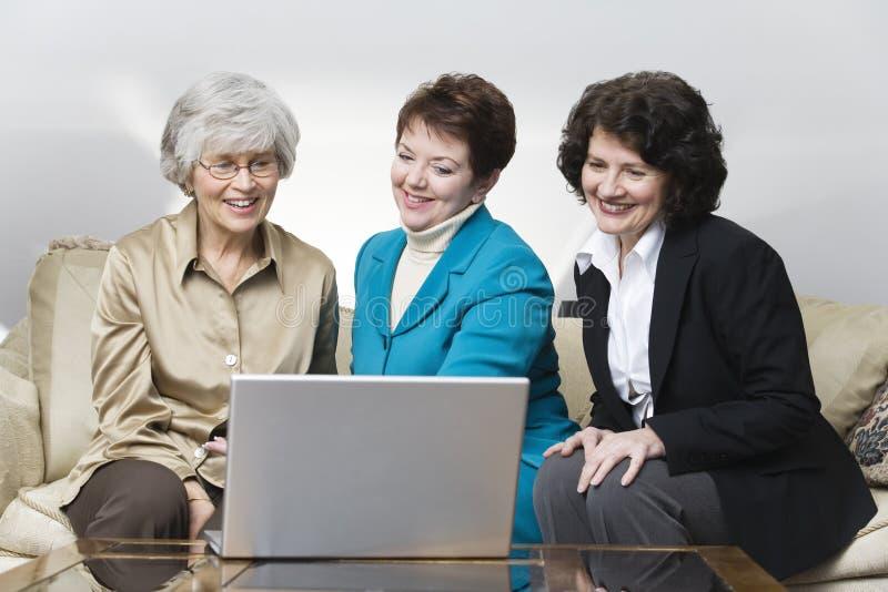 Mening van drie bedrijfsvrouwen royalty-vrije stock foto