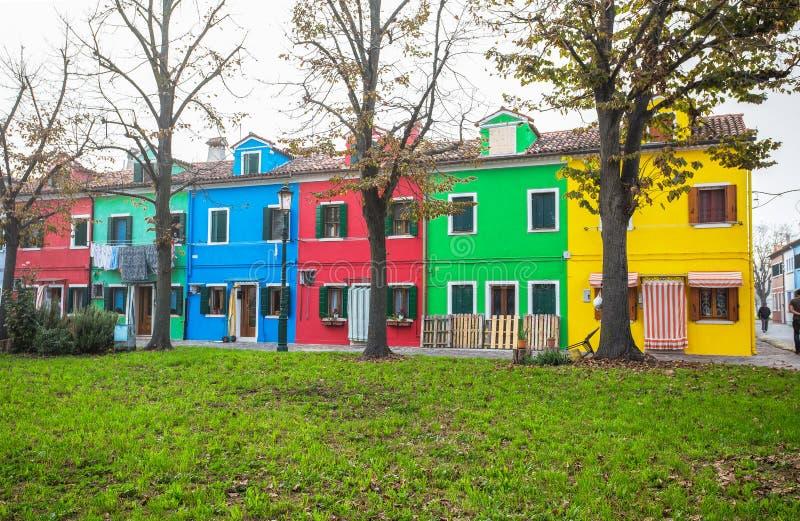 Mening van een groep kleurrijke huizen in Burano-eiland, een klein eiland binnen het gebied van Venetië Venezia, Italië royalty-vrije stock fotografie