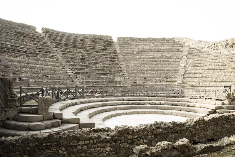 Mening van een oud Roman amfitheater royalty-vrije stock afbeeldingen