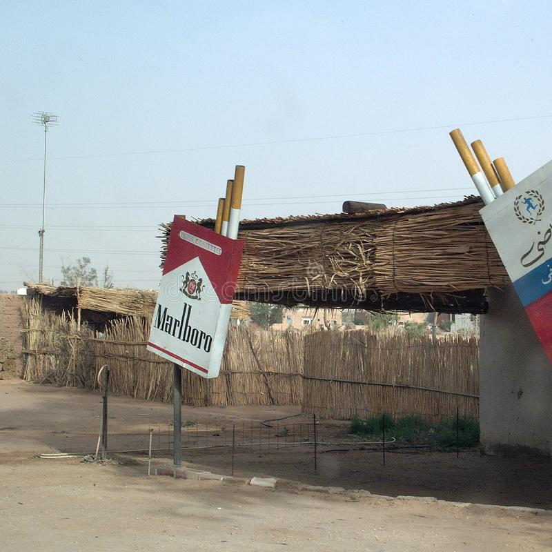 Mening van een Sigarettenwinkel in Germa stock foto