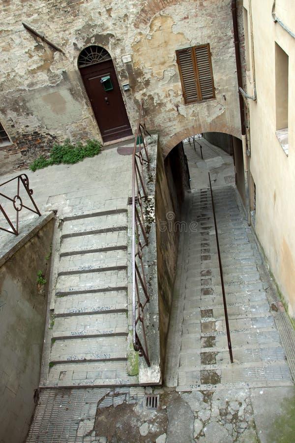 Mening van een steile trap in de stad van Perugia royalty-vrije stock afbeeldingen