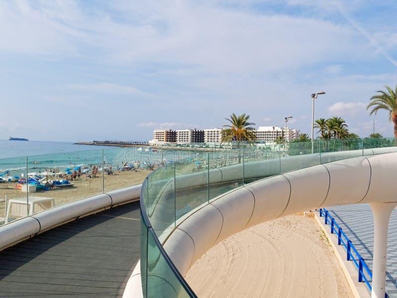 Mening van een voetstraat in Alicante, Spanje stock afbeeldingen