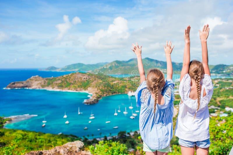 Mening van Engelse Haven van Shirley Heights, Antigua, paradijsbaai bij tropisch eiland in de Caraïbische Zee stock fotografie