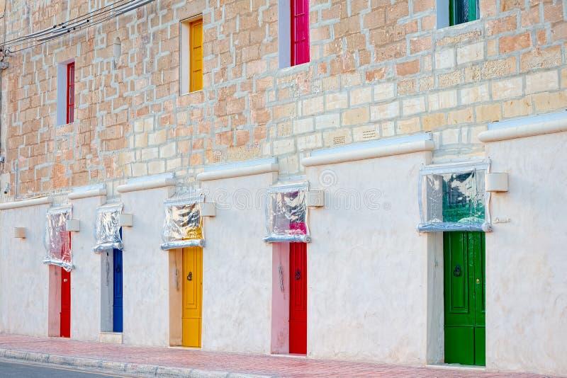 Mening van gekleurde deurenkenmerken van de Marsaxlokk-vissenmarkt, Gozo, Malta royalty-vrije stock foto's