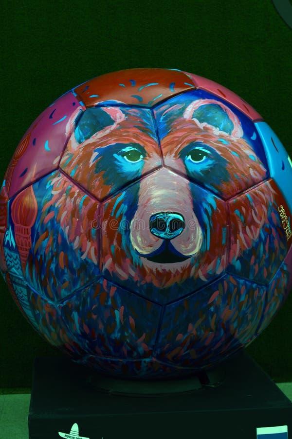 Mening van geschilderde bal van Rusland met liefde De ventilatorstreek van Mexico tijdens aan de wereldbeker Rusland 2018 van FIF stock afbeeldingen