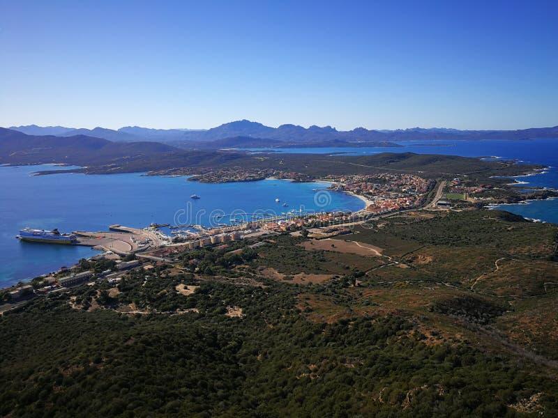 Mening van Golfo Aranci van Monte Ruju in Sardinige royalty-vrije stock fotografie