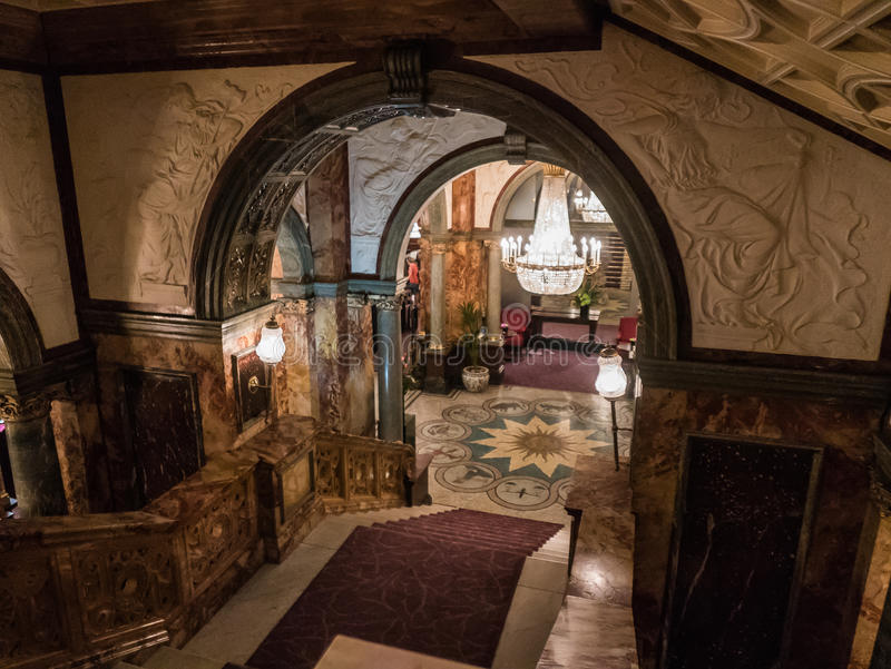 Mening van hal van marmeren trappenhuis van historisch Hotel Russell, L royalty-vrije stock foto