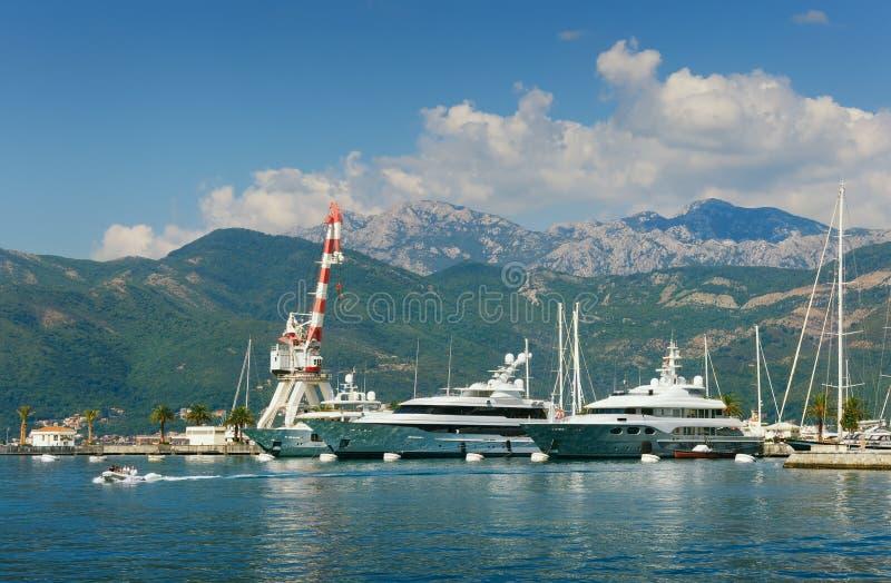 Mening van haven in Tivat-stad, Montenegro stock fotografie
