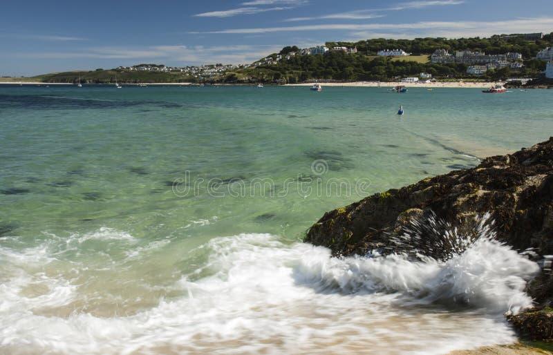 Mening van haven van strand bij St, Ives Cornwall royalty-vrije stock fotografie