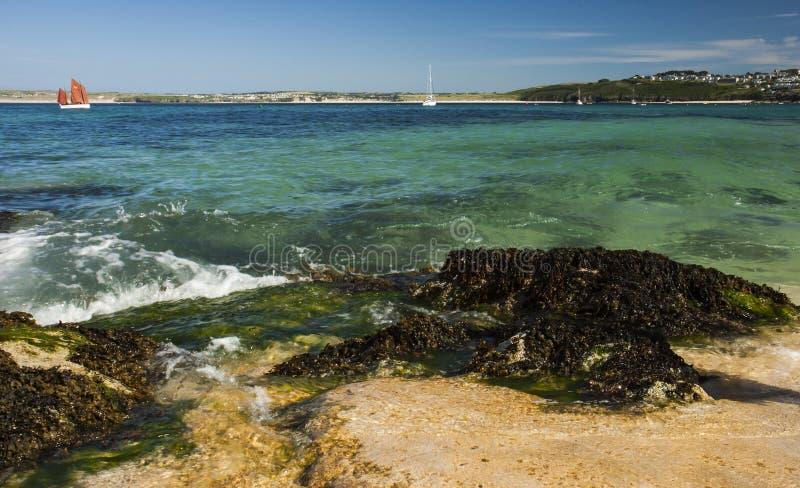 Mening van haven van strand bij St, Ives Cornwall stock foto