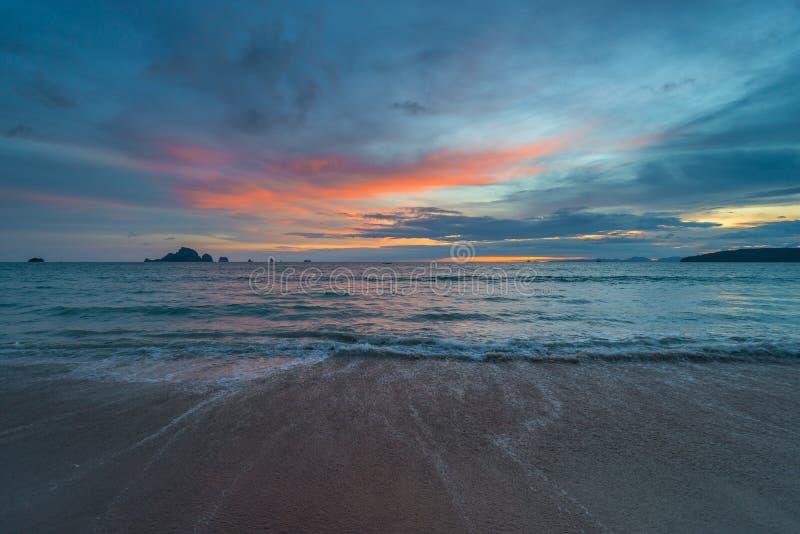 Mening van het Andaman-Overzees in de avond royalty-vrije stock afbeeldingen