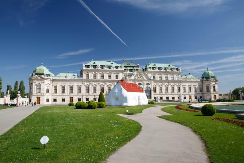 Mening van het Belvedere Paleis in Wenen oostenrijk stock afbeeldingen