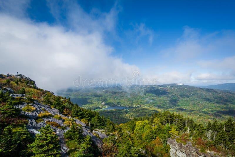 Mening van het Blauwe Meer van Ridge Mountains en van de Grootvader, van Gran stock afbeeldingen