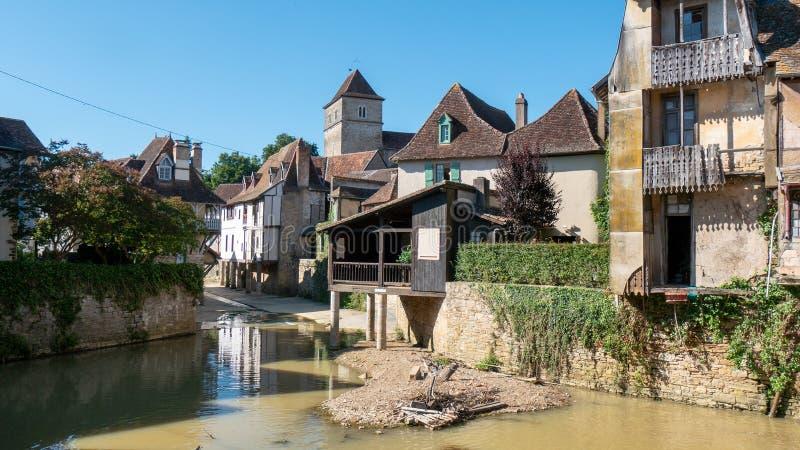 Mening van het dorp salies-DE-Bearn in de Franse Pyreneeën royalty-vrije stock fotografie