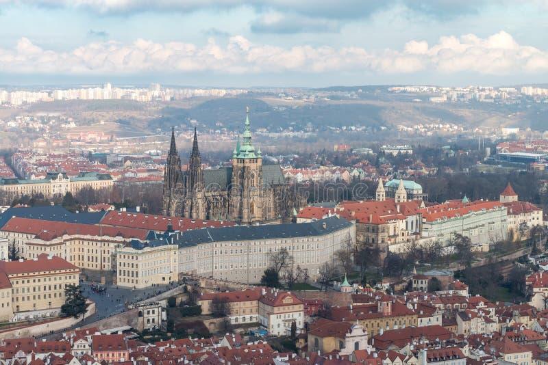 Mening van het Kasteel van Praag en St Vitus Cathedral stock afbeeldingen
