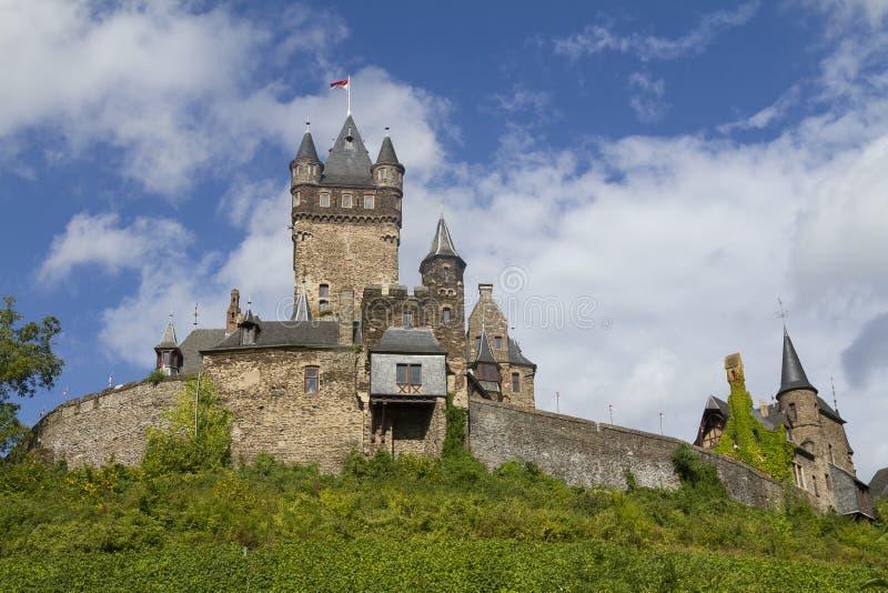 Mening van het Kasteel van Cochem, Duitsland Het is grootste heuvel-CA royalty-vrije stock afbeeldingen
