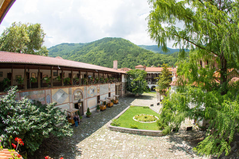 Mening van het klooster van Bachkovski van de gastcel stock foto's