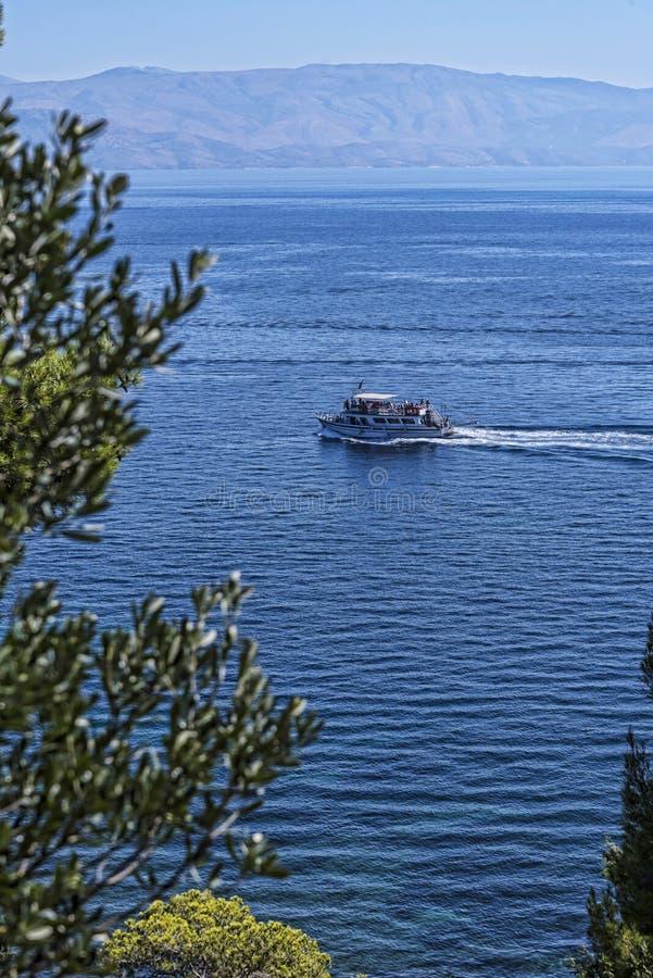 Mening van het overzees van de Gronden van het Paleis van Mon Pepose in Korfu Griekenland royalty-vrije stock afbeeldingen