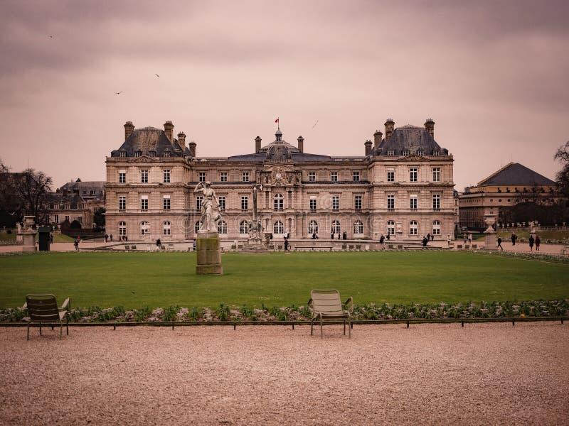 Mening van het paleis van Luxemburg, binnen de openbare tuin van Luxem royalty-vrije stock foto's