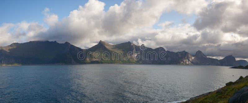 Mening van het panorama met de Segla-berg, Noorwegen royalty-vrije stock afbeelding