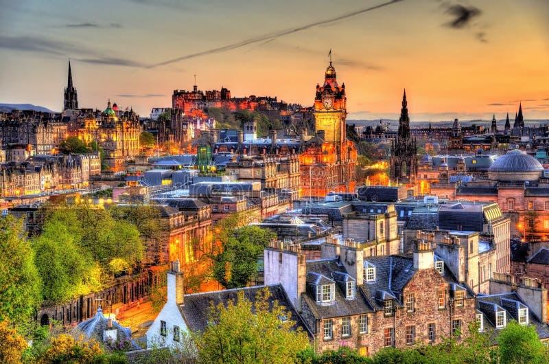 Mening van het stadscentrum van Edinburgh stock afbeelding