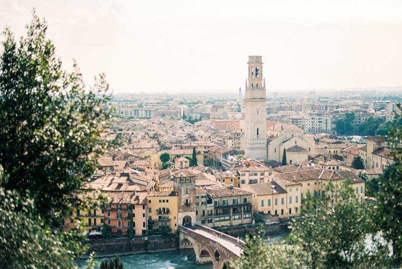 Mening van hierboven over de stad van Verona stock foto's