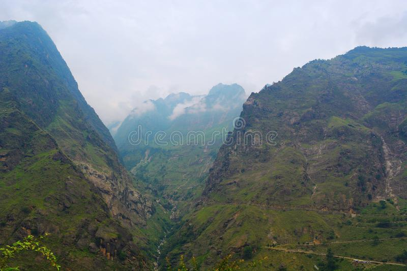 Mening van Himalayan-Bergen van Joshimath, Uttarakhand, India stock foto's