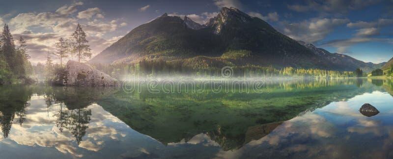 Mening van Hintersee-meer in Beierse Alpen, Duitsland royalty-vrije stock afbeeldingen