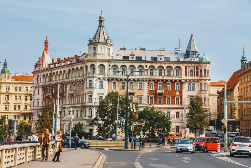 Mening van historisch centrum van Praag met mooie historische woningen stock foto