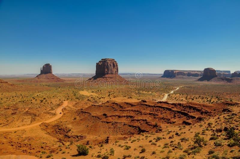 Mening van iconische Monumentenvallei in Arizona stock afbeelding