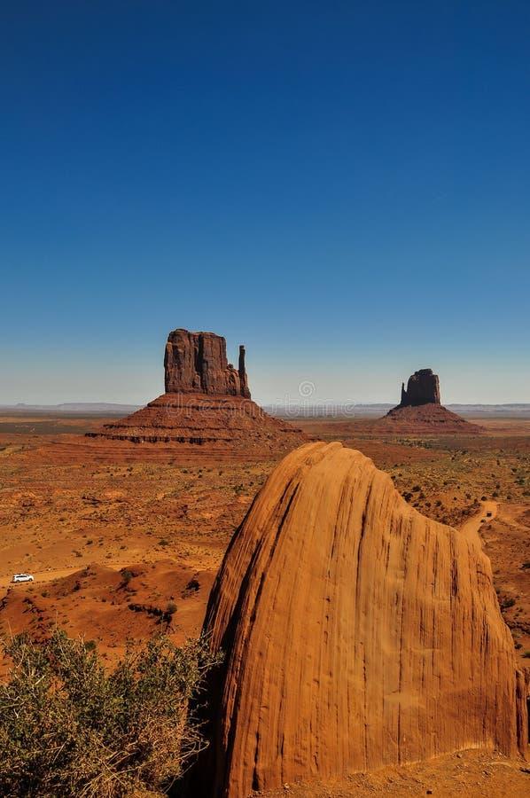 Mening van iconische Monumentenvallei in Arizona royalty-vrije stock fotografie