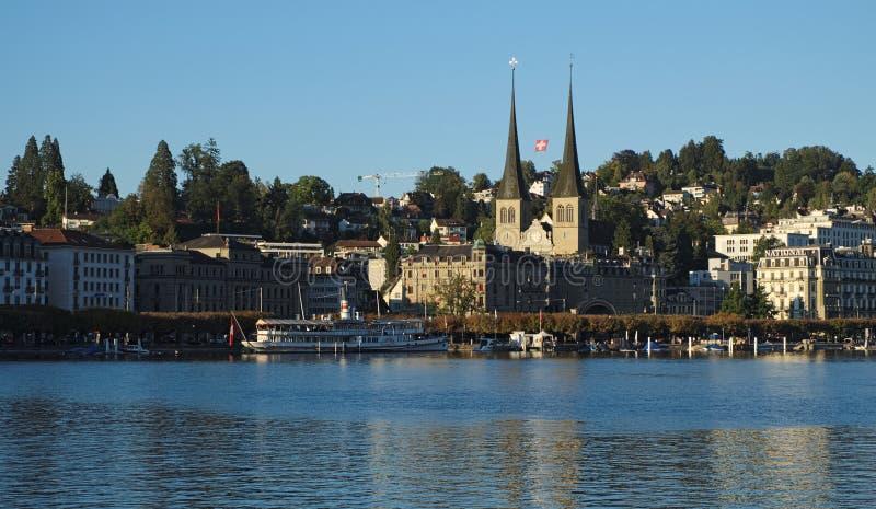 Mening van Inseli-Park over Meer Luzerne naar Luzerne-centrum royalty-vrije stock afbeelding
