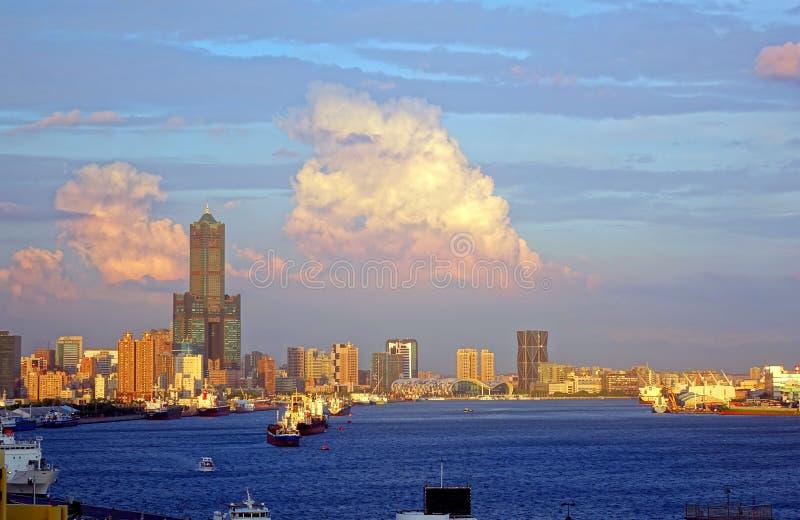 Mening van Kaohsiung-Stad in Zonsondergangtijd stock fotografie