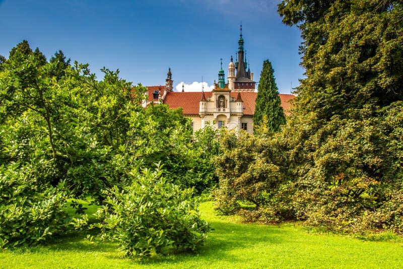 Mening van Kasteel toren-Pruhonice, Tsjechisch Rep stock afbeelding
