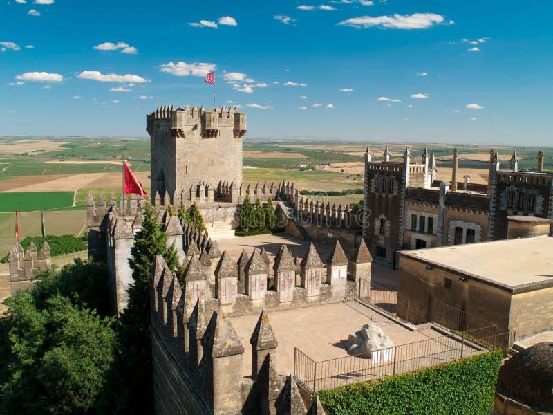 Mening van kasteel van Almodovar del Rio van hierboven stock foto's