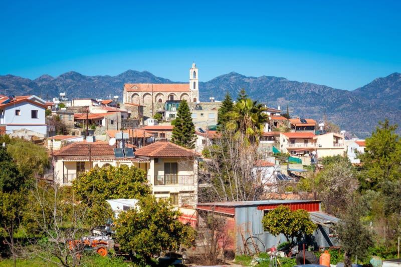 Mening van Kellaki-dorp en Agios Georgios Tropaioforos-kerk o royalty-vrije stock foto