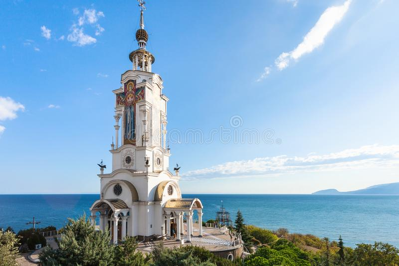 Mening van kerk-Vuurtoren van Sinterklaas in de Krim royalty-vrije stock afbeeldingen