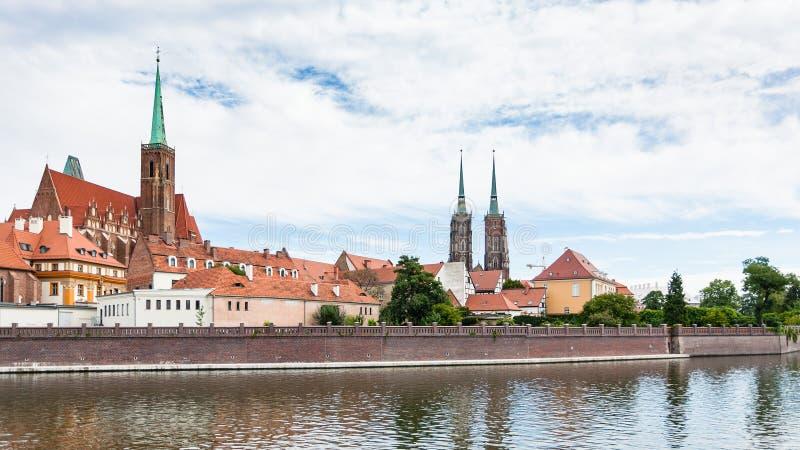 Mening van Kerken in Ostrow Tumski in Wroclaw royalty-vrije stock afbeeldingen