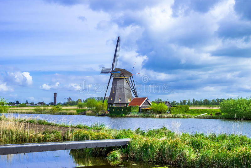 Mening van Kinderdijk, een park met Nederlandse windmolens royalty-vrije stock foto