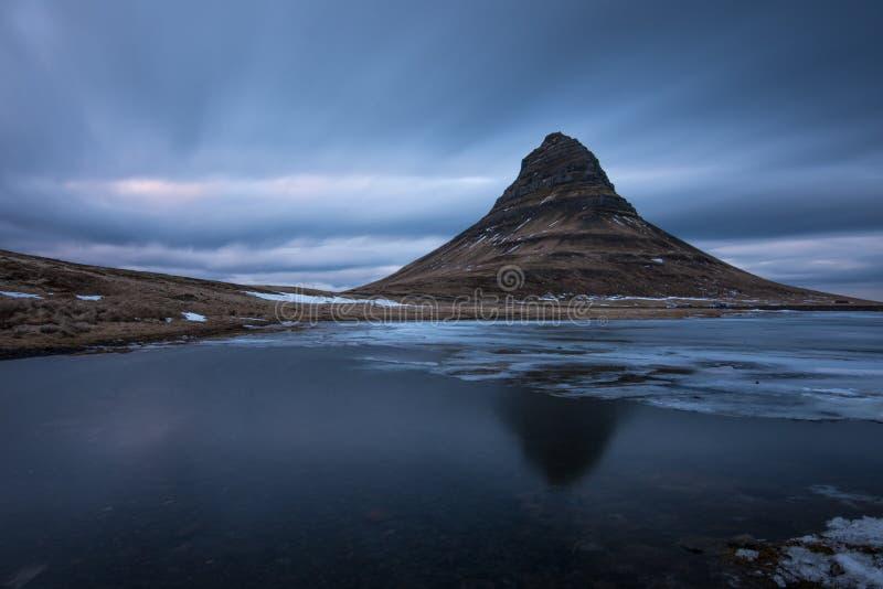Mening van Kirkjufell-berg, IJsland stock afbeeldingen
